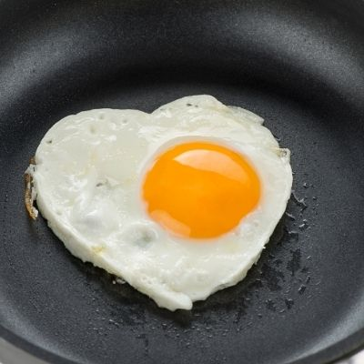 EGG COOKING TIPS HACKS HOW TO MAKE A HEART SHAPED EGG FOR FUSSY KIDS