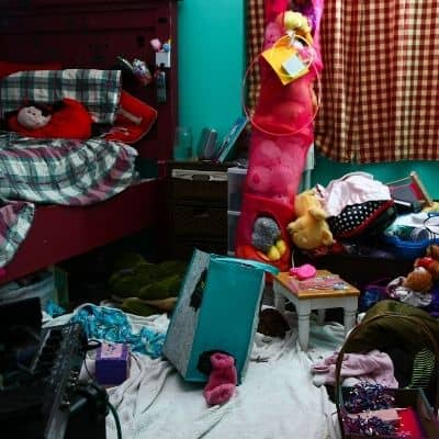 How do I decide what to declutter. Are you wondering where to start decluttering? Is your house so cluttered you don't know where to begin? Find out the exact process you need to determine where to start decluttering when you're feeling overwhelmed.