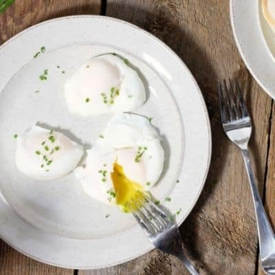 HOW TO POACH EGGS AT HOME