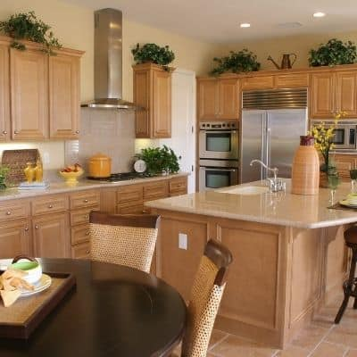 How to keep your kitchen clean. 8 tips for a clean kitchen. 8 of the best tips for a clean kitchen that will make your cleaning easier? These kitchen cleaning tips will make cleaning your kitchen easy.