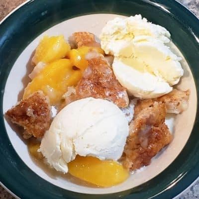 southern peach cobbler crumble